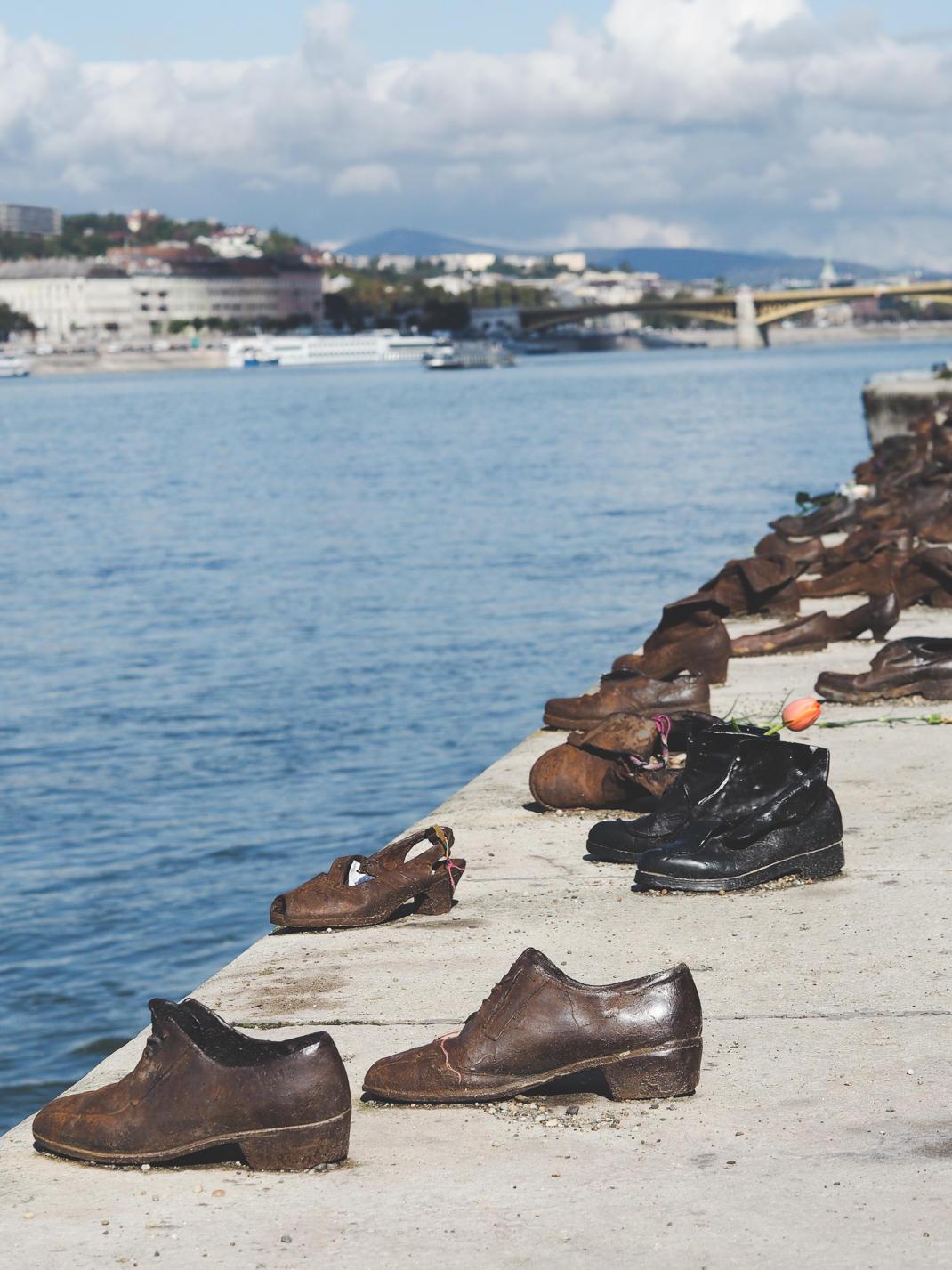 budapest shoe monument