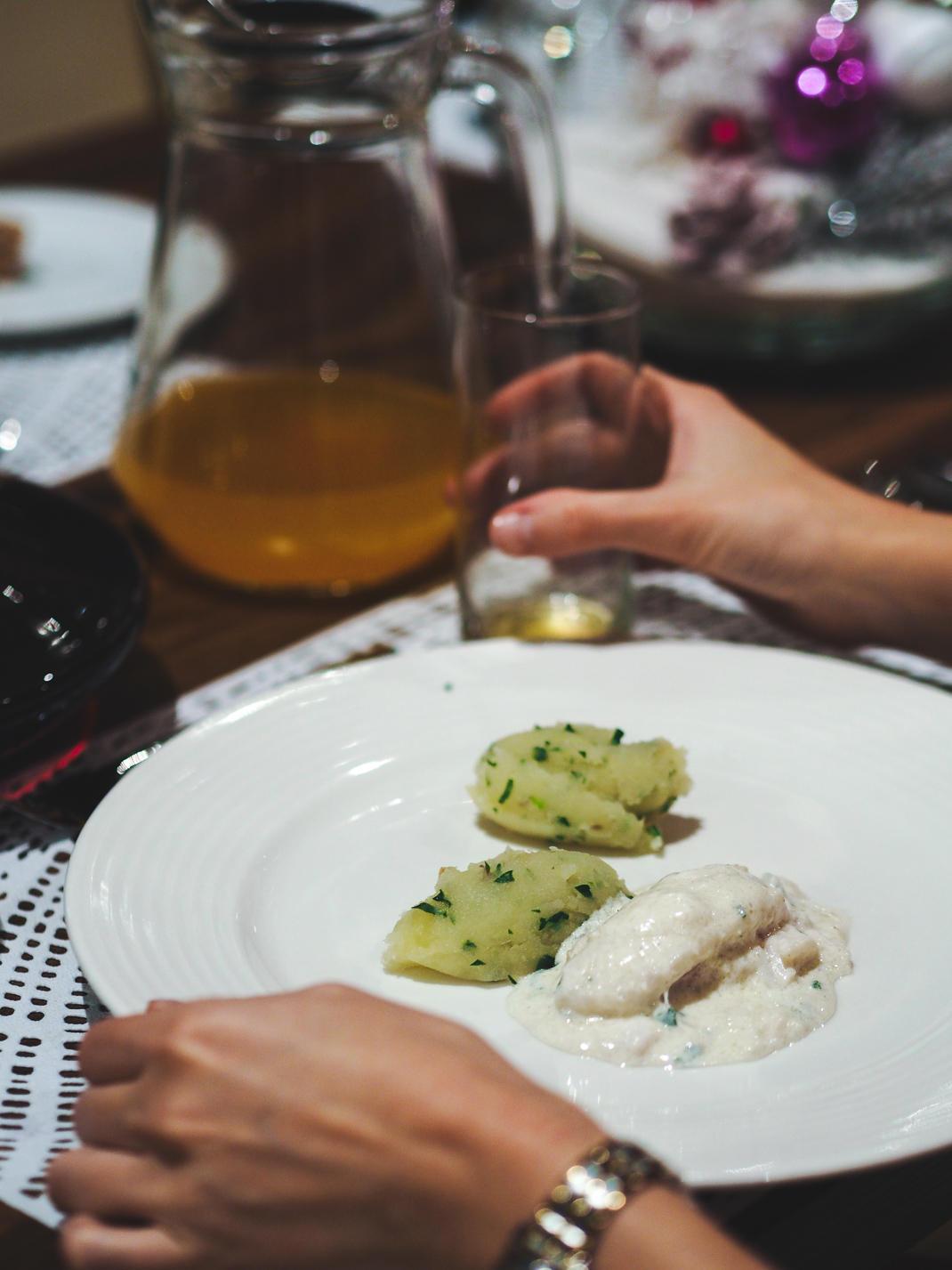 fish in white wine sauce