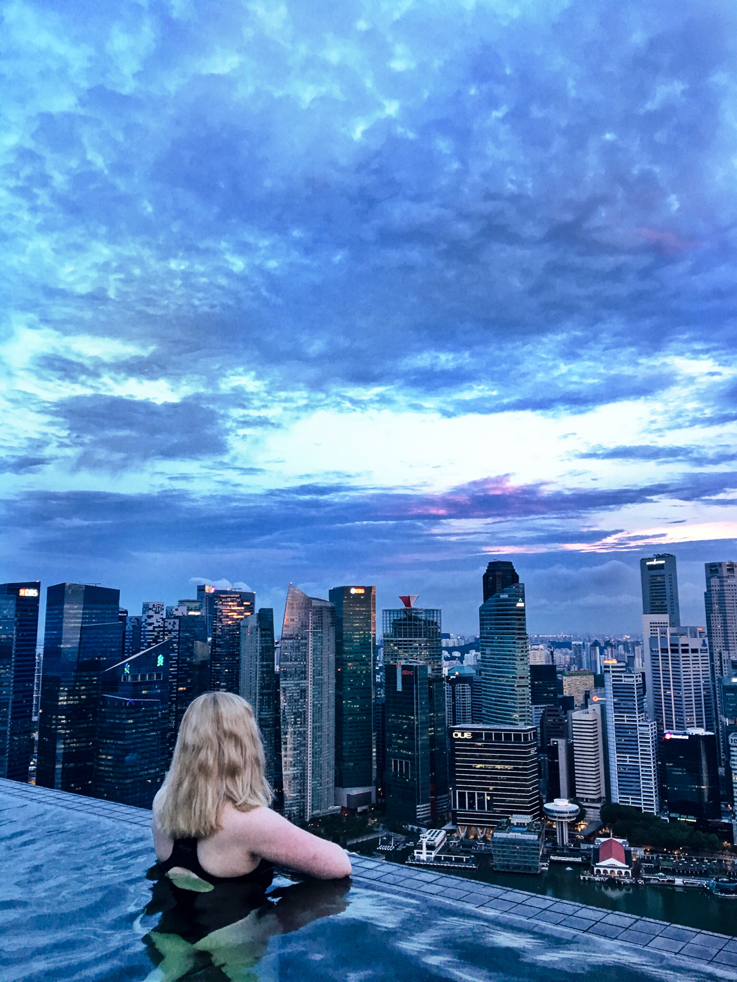 Sunrise swimming in the infinity pool at the marina bay sands hotel - Marina singapore swimming pool ...